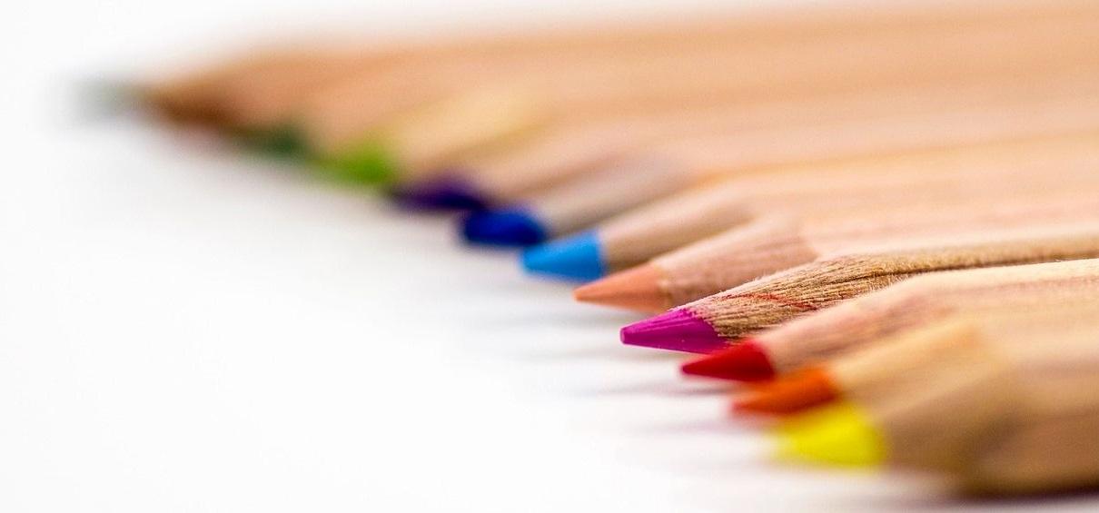 https://senioruniversitetet.se/wp-content/uploads/2017/12/colored-pencils-168391_1280.jpg